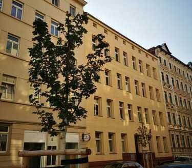 Sanierte 5-Zimmer-DG-Wohnung mit Balkon in Halle (Saale)