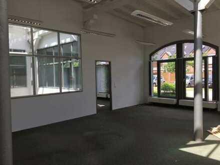 Helles, modernes Büro im historischen Gebäude auf dem Nordwollegelände