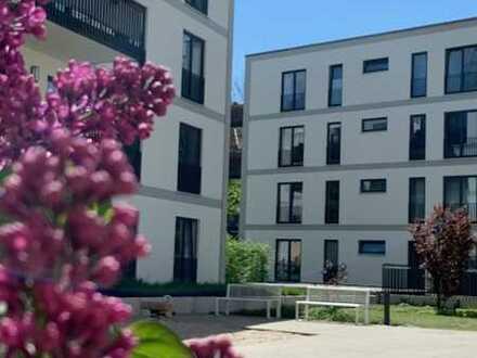 Moderne Terrassenwohnung mit Gartenanteil im Hinterhaus