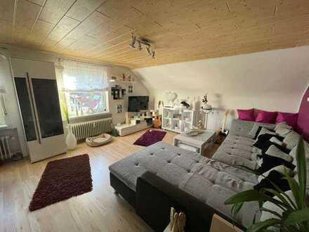 Ruhige 2,5 Zimmer Dachgeschosswohnung inkl. Garage & Einbauküche in Albstadt // ohne Maklergebühren