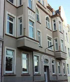 WG-geeignet: helle 3 ZKB Wohnung mit Balkon