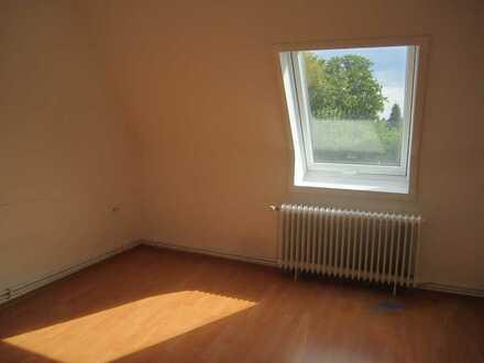 Nachmieter gesucht! Günstige 2-Zimmer-Dachgeschoss-Whg. in ruhiger Lage zu sofort!