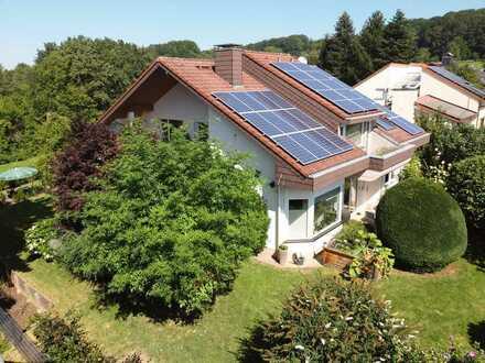 Sonnenerfüllte Villa mit zauberhaftem Garten in idyllischer, grüner Lage in 79312 Emmendingen