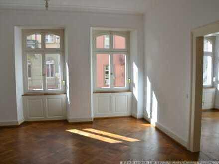 Traum Altbaueinheit in FR-Altstadt in saniertes Jugendstilhaus mit Flair!