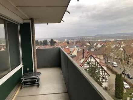 3-Zimmer-Wohnung in Aussichtslage im 6 Obergeschoss mit Aufzug.