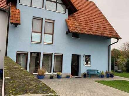 Neuwertiges Einfamilienhaus mit fünf Zimmern in Karlsdorf-Neuthard