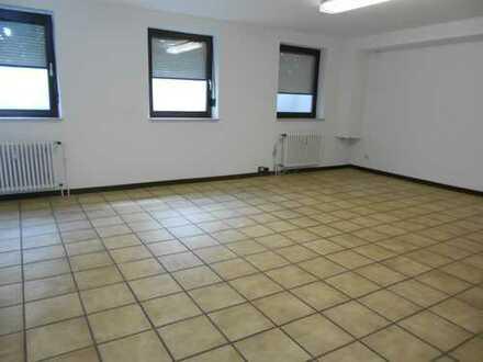 Büroraum(Souterrain) mit 3 separaten Zimmer