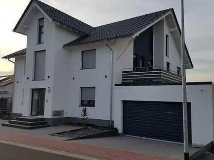 Neuwertige 5-Zimmer-Wohnung mit 18 m2 Grosse Terrasse und EBK in Erlensee