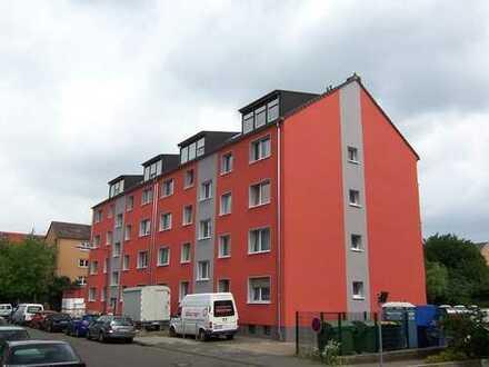 -- BAYENTHAL -- gut aufgeteilte 3-Zi-Wohnung mit Balkon -- bitte auch Sonstiges lesen --