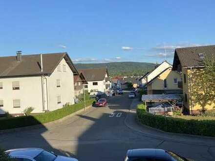 Vollständig renovierte 5-Zimmer-Wohnung mit Balkon und EBK in Malsch