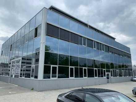Produktionshalle mit Büroräumen