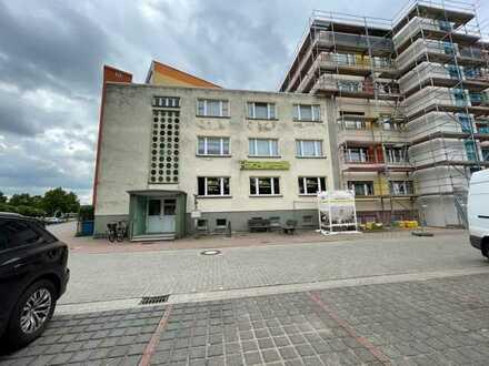 Wohn- und Geschäftshaus in Ortsrandlage