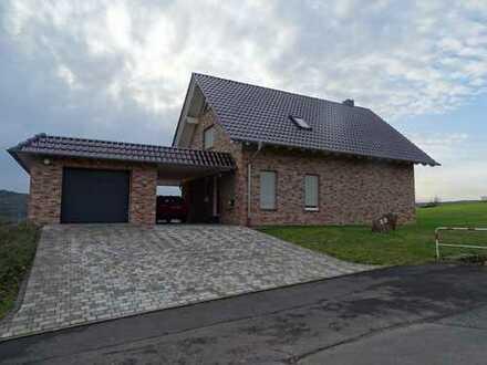 Schönes, geräumiges Haus mit sechs Zimmern in Schwalm-Eder-Kreis, Borken (Hessen)