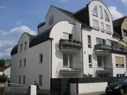 Komplett neu ausgebaute 1 Zimmer Wohnung mit EBK, Balkon und Stellplatz in Hanau - Rosenau