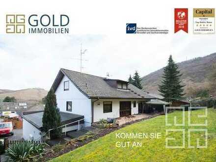 GOLD IMMOBILIEN: Verm. Mehrfamilienhaus mit drei Wohneinheiten im Grünen