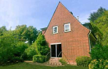 Freistehendes Einfamilienhaus mit uneinsehbarem Garten!