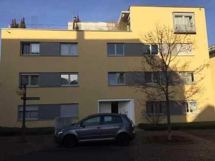 Neuwertige 4-Zimmer-Wohnung mit Balkon und Einbauküche in Pfullingen