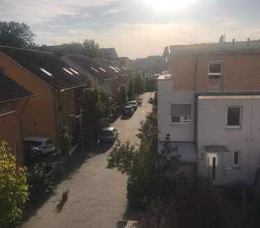 Idylle Pur in Raderthal! Reihenendhaus Baujahr 2007! Mit Studio im DG inkl.Dachterrasse! Stellplatz!