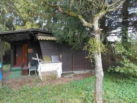 Freizeitgrundstück mit kleinem Holzhaus