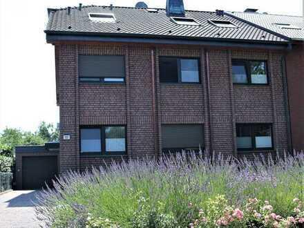 Modernisierte Wohnung in ruhigem 3- Familienhaus, gehobene Ausstattung, tolle Lage