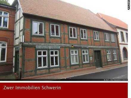 Wohn- und Geschäftshaus modernisiert mit 285 m² Wohnfläche und 5 Stellplätzen in der Stadt Goldberg