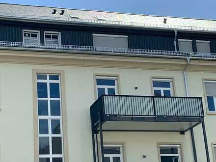Herrliche kernsanierte 3-Zimmer-Wohnung mit hohen Decken und großem Balkon