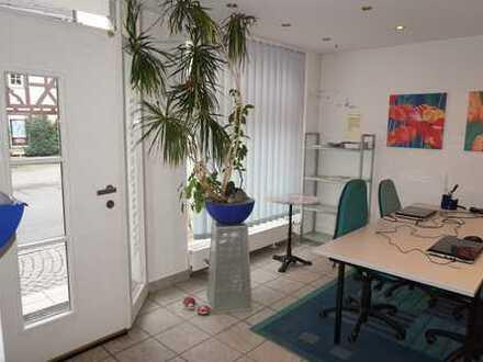 Schickes, kleines Büro oder Ladengeschäft, verkehrsgünstig gelegen