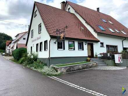 kleines Häuschen mit Terrasse und Stellplätze