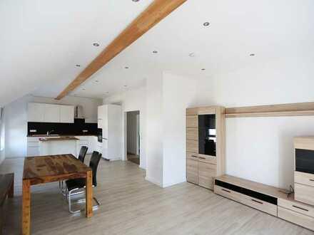 Helle, freundliche Wohnung mit drei Zimmern sowie Balkon und EBK in Donaustauf