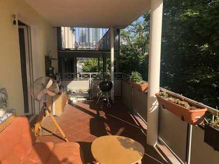 Schöne 2 Zi-Whg mit Küche und Balkon