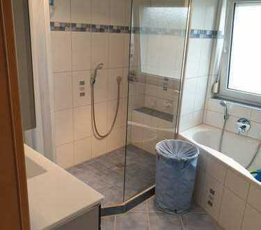 Moderne, ruhige und helle 2-Zimmer-EG-Wohnung mit Einbauküche in Grosselfingen