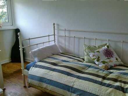 Schönes, helles Zimmer in WG kompl. möbliert