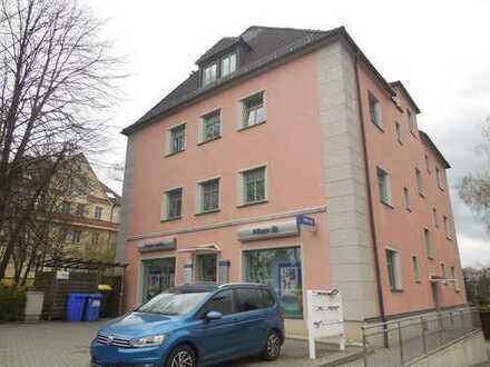 Moderne kleine Wohnung in Zwickau-Marienthal, Laminat, Kochbereich + Bad mit Fenster, PKW-Stellplatz