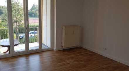 Stilvolle, geräumige und modernisierte 2-Zimmer-Wohnung mit Balkon und EBK in Potsdam