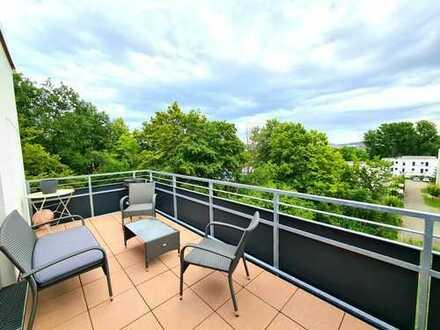 *2- Zimmer Penthouse mit großem Balkon, Aufzug und Blick über die Stadt!*
