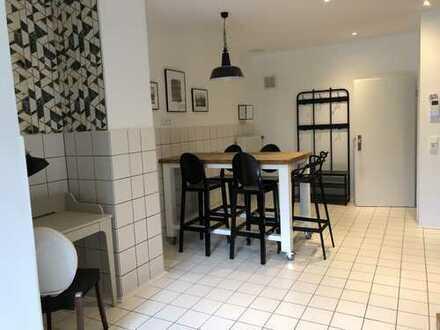 Erstbezug nach Sanierung: Komplett möbliertes Design-Apartment in Lindenthal