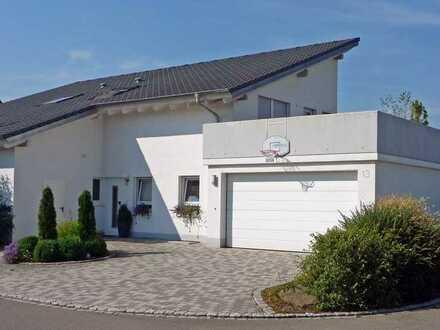 Haus sucht Familie...Schicke Architektur in Top Lage!