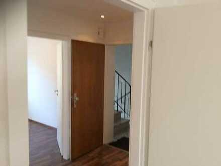 Stilvolle, vollständig renovierte 3-Zimmer-Wohnung mit Balkon in Mönchengladbach
