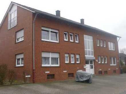 Raumwunder! Kleine 4 Zimmer-Wohnung im Erdgeschoss/Hochparterre!