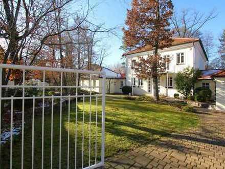 Villa für Individualisten mit Innenpool