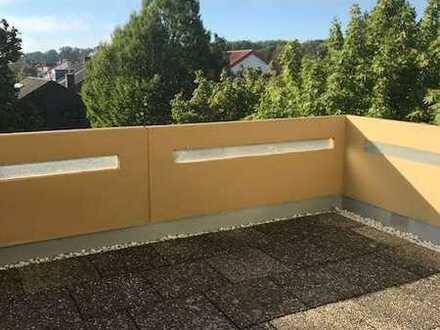 Interessante vier Zimmer Wohnung mit großer Terrasse