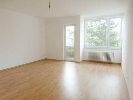 geräumige 4-Zimmerwohnung mit Balkon und EBK