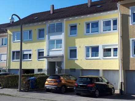 Solide Kapitalanlage in ruhiger Anwohnerstraße! 4 Wohnungen, 4 Garagen, sehr großer Garten.