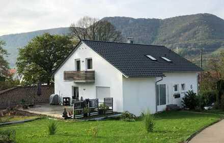 Helle, neuwertige 3-Zimmer-Dachgeschosswohnung in guter Lage