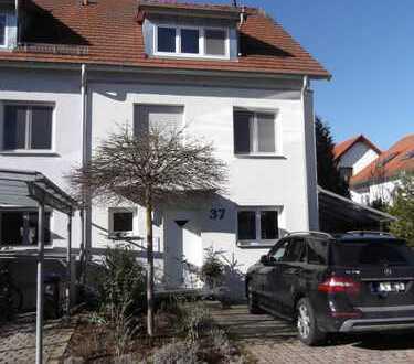 ruhig, zentral gelegenes 6-Zimmer-Reihenendhaus in Altdorf