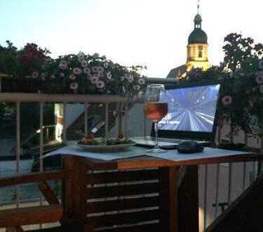 Attraktive 2-Zimmer-DG-Wohnung mit Balkon/Einbauküche/PKW-Stellplatz im Zentrum von Suhl