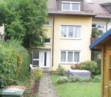Möblierte 2-Zimmer-DG-Wohnung mit Einbauküche in Stuttgart-Vaihingen