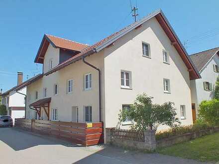 Großes Wohnhaus in ruhiger, zentraler Lage