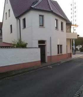 Haus mit 2 Wohnungen und großem schön angelegtem Hof! Auch als Mehrfamilienhaus geeignet!