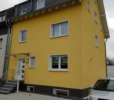 KFW70 Haus / 7-Zimmer (auf 3 Etagen) vom Eigentümer mit Garten / Energiesparhaus / 3 Stellplätze